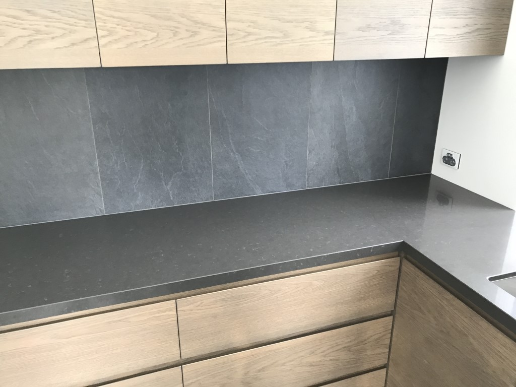 Caesarstone Raven Scullery/Waterfall Dark Tiled Splashback